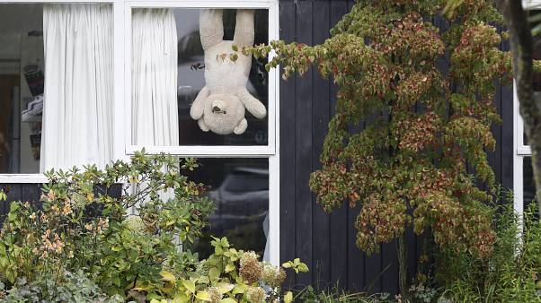 Brussels bear hunt as parents bid to amuse children during lockdown