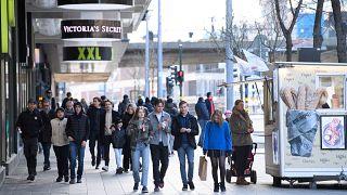 İsveç'in başkenti Stockholm'da salgına rağmen insanlar normal hayatlarına devam ediyor, 4 Nisan 2020