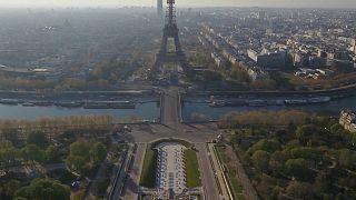 """شاهد: """"كورونا"""" يحوّل باريس من عاصمةً للنور  إلى مدينة أشباح"""