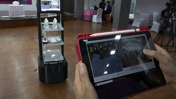 رباتها در خدمت بیمارستانهای تایلند برای توزیع غذا و دارو به بیماران کرونا