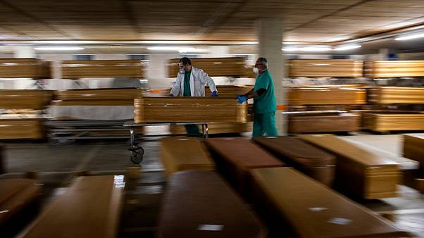 Covid-19: İspanya'da tabut üreticileri siparişleri karşılayamıyor