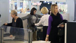 فرنسا تشترط تقديم شهادات تنقل لدخول المسافرين إلى أراضيها