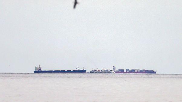 El COVID-19 deja un crucero de lujo anclado en Uruguay