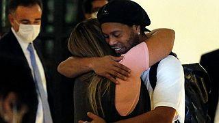 ماجرای پاسپورت تقلبی ستاره برزیلی در پاراگوئه ، رونالدینیو از زندان به هتل منتقل شد