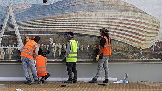 عمال أجانب يعملون على إنجاز أحد الملاعب لمونديال 2020، الدوحة 16 ديسمبر 2019