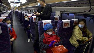 شاهد: عودة الروح لقطارات ومطار ووهان بعد 76 يوماً من التوقف