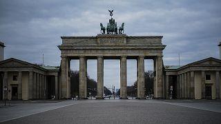 Almanya'nın başkenti Berlin'in sembollerinden Brandenburg Kapısı