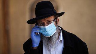 İsrail sakallı kişileri koronavirüse karşı daha iyi koruyan maske üretecek