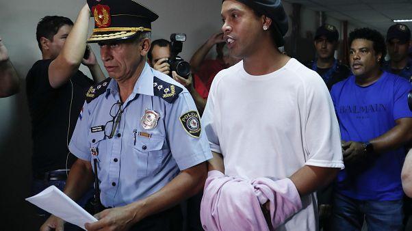Рональдиньо в суде Парагвая