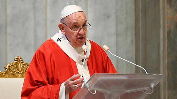 Papa Francis'ten Covid-19 salgını üzerinden kazanç elde edenlere 'mafya ve tefeci' benzetmesi