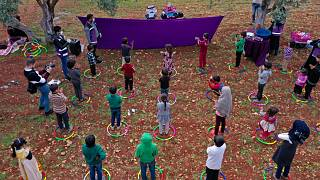 شاهد: عرض مسرحي لتوعية أطفال اللاجئين السوريين بمخاطر فيروس كورونا