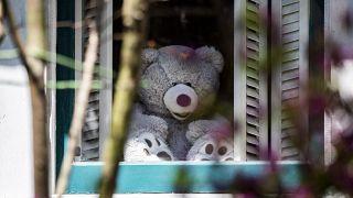 """إعادة إحياء """"مطاردة الدببة"""" لتخفيف آثار الإغلاق على أطفال واشنطن"""