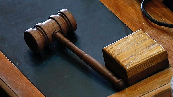 Szerbia: bírósági ítélet Skype-os meghallgatás után