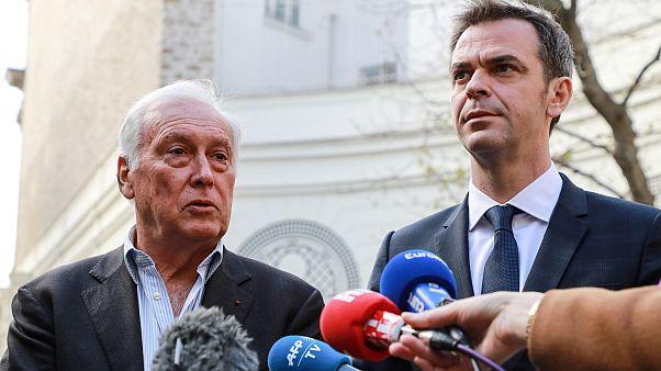Fransa Bilim Kurulu Başkanı Jean-Francois Delfraissy (solda) ve Sağlık Bakanı Olivier Veran (sağda)