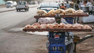 زيادة أسعار الخبز في الخرطوم تزامنا مع مرور عام على إطاحة البشير