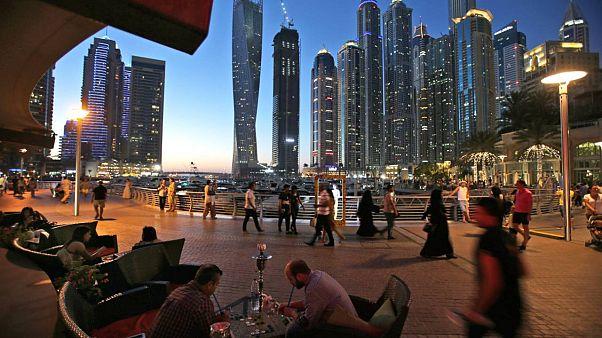 Covid 19 salgını sonrası kapanan barlar sebebiyle Dubai'de evlere alkol siparişi başladı