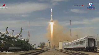 Kazakistan'dan uzaya fırlatılan Soyuz MS-16 tipi roket