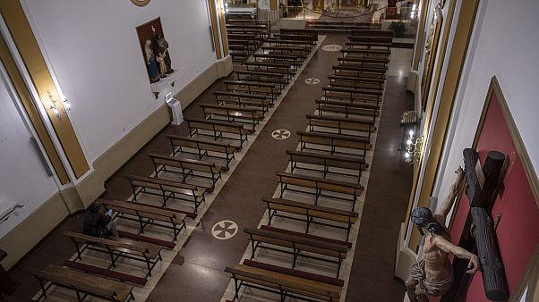 Semana Santa a puerta cerrada