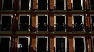 """""""Bleib daheim, Idiot!"""": Wenn Nachbarn sich gegenseitig überwachen und verpetzen"""