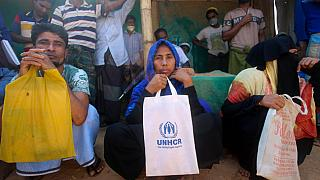 لاجئون من مسلمي الروهينغا يجلسون في مخيم كوتوبالونج للاجئين في كوكس بازار ببنغلاديش   01/04/2020