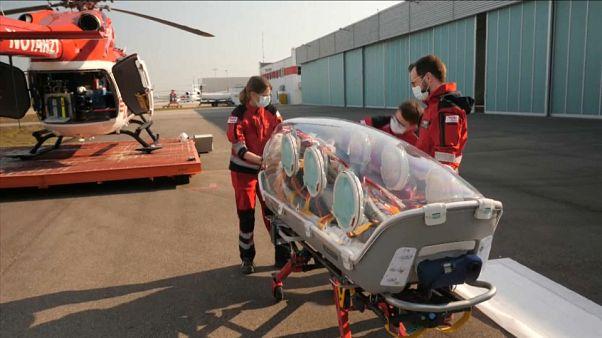 COVID-19: Με ελικόπτερα και τρένα η διακομιδή των ασθενών