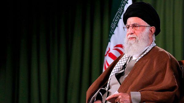 خامنهای: برخی برای دستمال توالت به جان هم افتادند