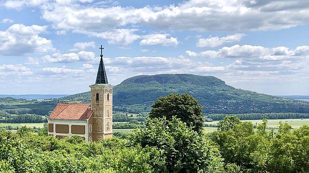 A templomok látogatása helyett online misékhez csatlakozhatnak a hívek húsvétkor