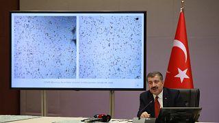 Sağlık Bakanı Fahrettin Koca, koronavirüs salgınıyla ilgili son gelişmeleri aktarıyor