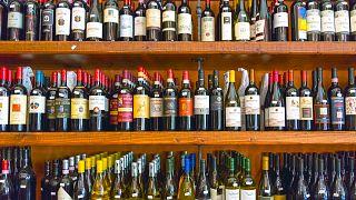 Bangkok'ta 10 gün boyunca alkol satışı yasaklandı; halk stok yapmak için marketlere akın etti