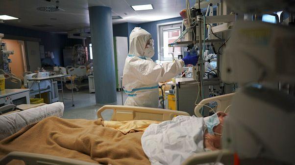 DSÖ: Covid-19'un influenzadan 10 kat daha ölümcül olduğu sanılıyor