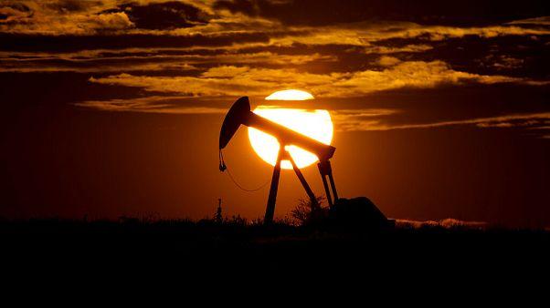 OPEC ülkeleri ve Rusya anlaştı, petrol üretimi günlük 10 milyon varil düşecek