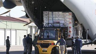 Türkiye, İngiltere'ye tıbbi yardım malzemesi gönderdi