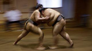 تسجيل أول إصابة بفيروس كورونا بين لاعبي مصارعة السومو