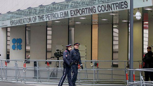 عقبة أخيرة أمام التوصل لاتفاق ينهي حرب أسعار النفط بين روسيا والسعودية