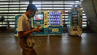 Бангкок: маски продаёт автомат