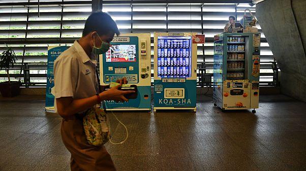 ویدئو؛ ماسک نیز به فهرست اقلام دستگاههای فروش خودکار بانکوک اضافه شد