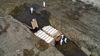 کرونا در نیویورک؛ شماری از جانباختگان در گور دسته جمعی دفن شدند