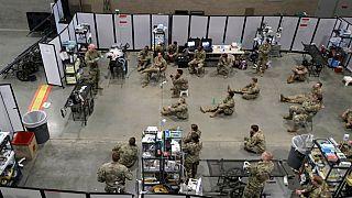 جنود أمريكان يشاركون في جلسة تدريبية في موقع مستشفى ميداني عسكري  في مركز سينترين لينك بسياتل  05/04/2020