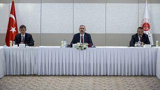 Adalet Bakanı Abdulhamit Gül (ortada)