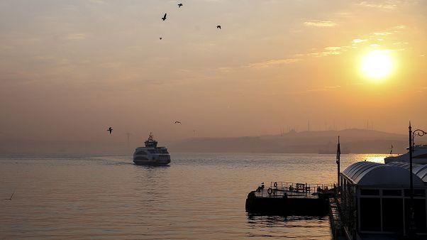 İstanbul'da metrobüs, vapur ve otobüsler hizmet vermeye devam ediyor
