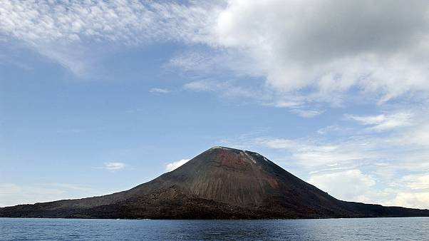 Endonezya'daki Anak Krakatau Yanardağı, 10 Nisan 2004