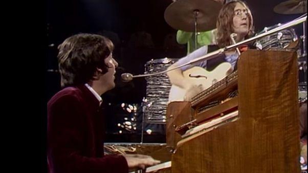 910.000 δολάρια για τους χειρόγραφους στίχους του «Hey Jude» των Beatles