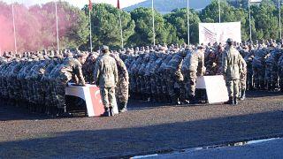 İstanbul'da vatani görevlerini tamamlayan bedelli askerler, terhis edildi.