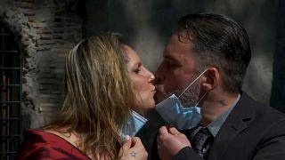 Roma'da karantina günlerinde hayatlarını birleştiren çiftin düğün mutluluğu