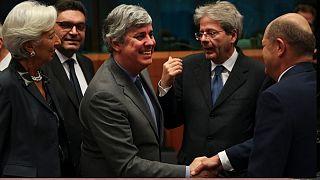 چگونه کمک اضطراری ۵۰۰ میلیارد یورویی اتحادیه اروپا به مردم و مشاغل کمک میکند؟