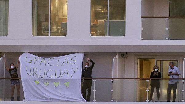 Uruguay, la tabla de salvación del crucero Greg Mortimer infectado con COVID-19