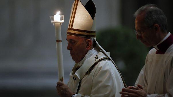 El papa Francisco pidió mantener la esperanza durante la pandemia en la misa de Sábado Santo
