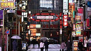 Японские власти просят граждан оставаться дома