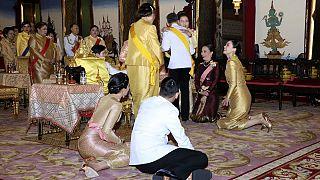 پادشاه تایلند مخفیانه همسر چهارمش را به قرنطینه آلمان برد