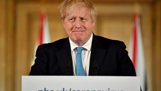 Boris Johnson brit miniszterelnök a Downing Street 10-ben 2020. március 19-én